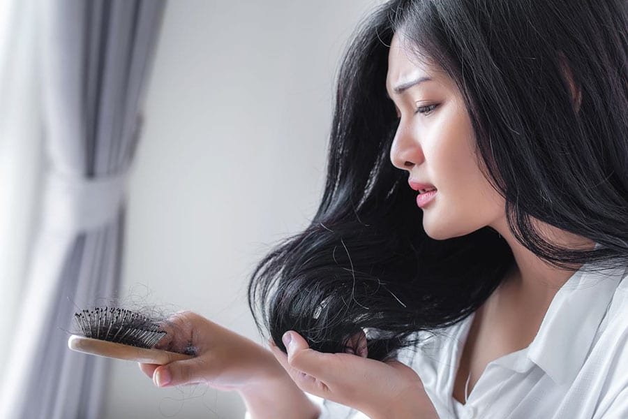 Cum putem preveni caderea parului folosind remedii naturale